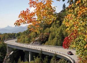 National-Park-Guide-NCs-Blue-Ridge-Parkway-PH1RIU63-x-large
