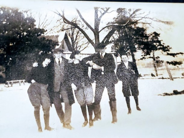 Youngblood sibs in snow, Gwendolyn, Cecil, Helen, unknown and Fulton
